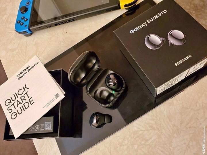 Samsung Galaxy Buds Pro kutusuyla birlikte görüntülendi