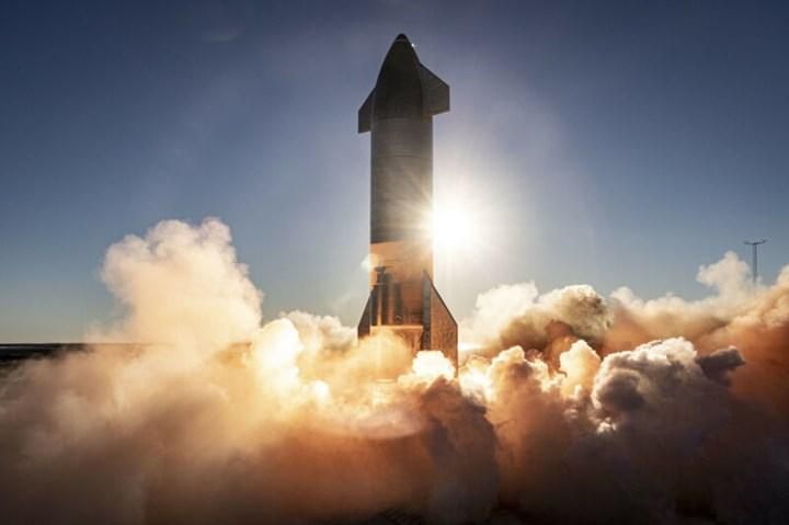 SpaceX'ten çılgın plan: Dünyanın en büyük roketini 'kuleyle yakalamaya' çalışacak