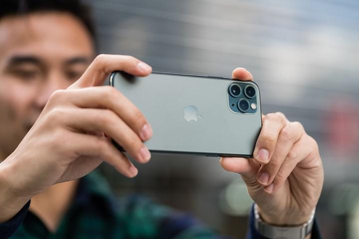 Apple, iPhone 15'e kadar akıllı telefonlarının kamera lenslerini güncellemeyecek