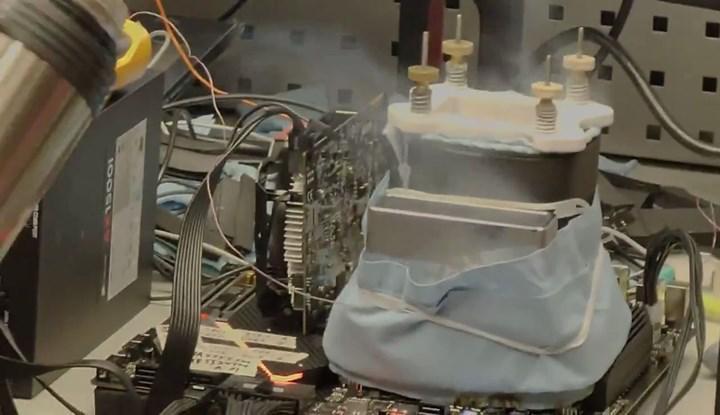 Intel Rocket Lake işlemcisi 6.9 GHz'e hız aşırtıldı