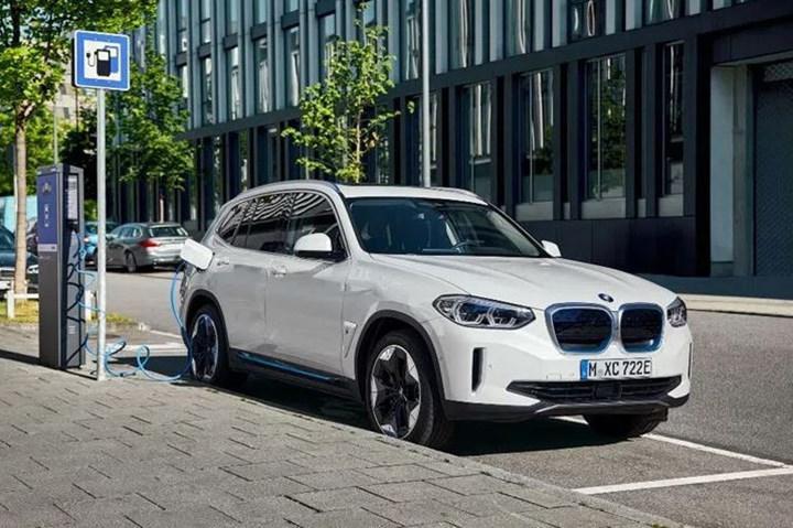 Elektrikli BMW iX3 Türkiye'de ön siparişe açıldı: İşte fiyatı ve özellikleri