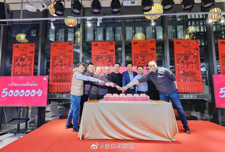 Xiaomi Mi 11 satışları yarım milyon barajını aştı