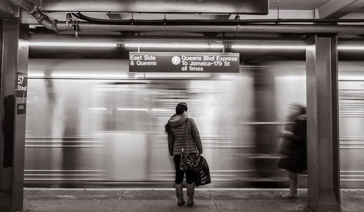 Orta yaşlarda deneyimlenen yalnızlığın geç dönem depresyonla korele olduğu tespit edildi