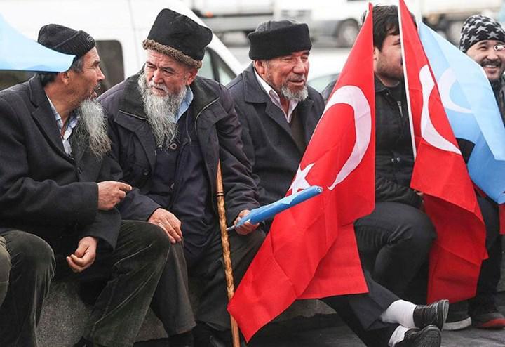 Huawei kalabalık içerisinde Uygur Türklerini tespit edebilecek teknoloji geliştiriyor