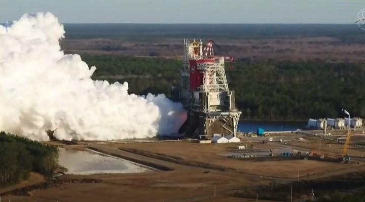 NASA, Ay roketi SLS'nin motorlarını ateşledi: İşte müthiş görüntüler (VİDEO)