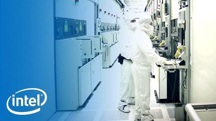 Intel 2023'te yongalarının çoğunu kendisi üretecek