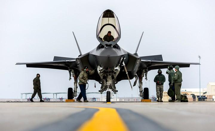 Eski başkan Donald Trump'ın savunma bakanından F-35'e yönelik ciddi eleştiri geldi