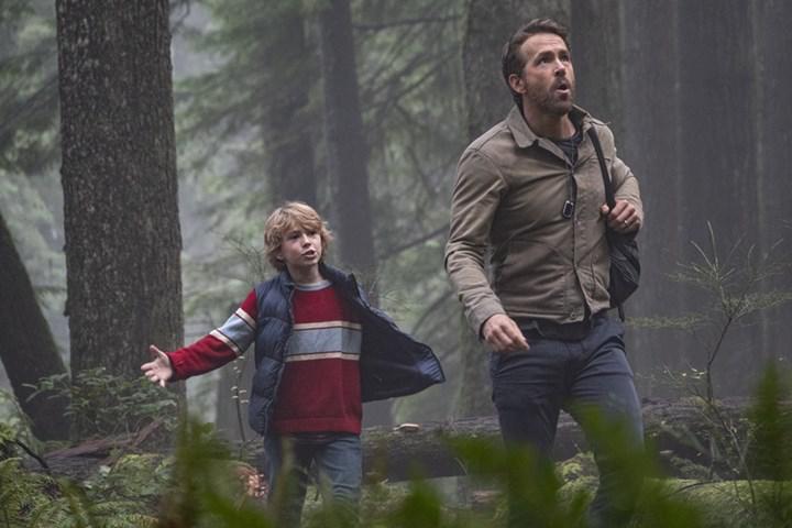 Ryan Reynolds ve Mark Ruffalo'nun başrolünde olduğu zaman yolculuğu temalı filmden görseller paylaşıldı