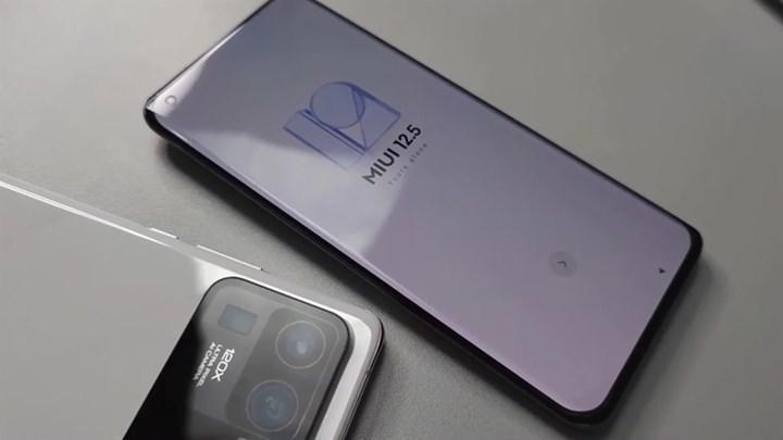 Entegre ekranı olan devasa bir kamera modülüne sahip Xiaomi Mi 11 Ultra ortaya çıktı