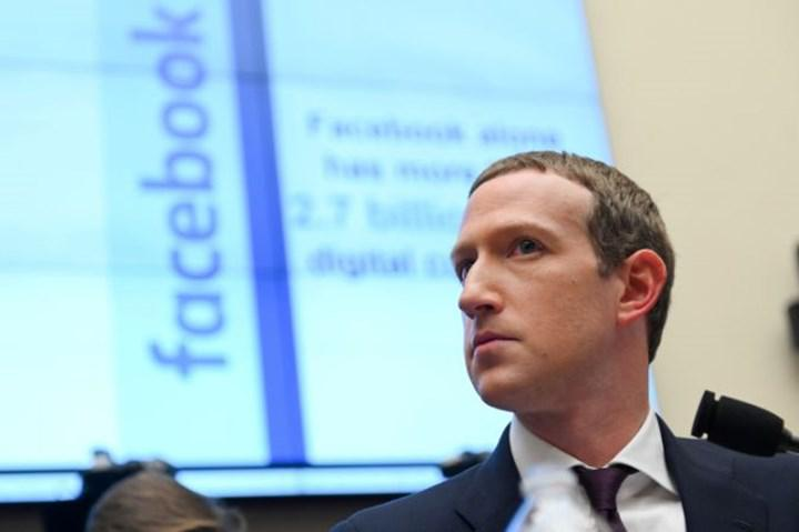 """Facebook: """"Apple'a acı çektirmeliyiz"""""""