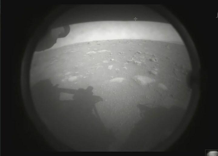 Perseverance Mars'a iniş yaptı: İşte yüzeyden ilk fotoğraf
