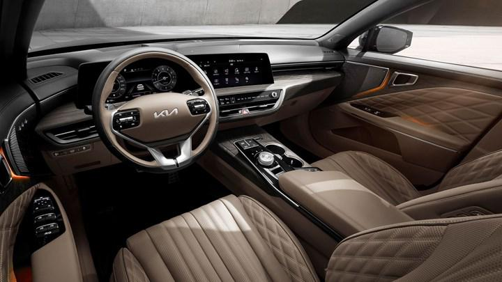 The cabin of the new Kia K8 also revealed