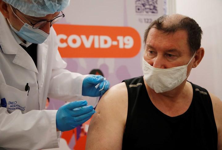 Rusya, rakip Covid-19 aşıları hakkında yanıltıcı bilgi yaymakla suçlanıyor
