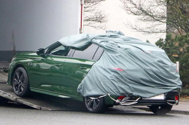 Yeni logo, yeni tasarım: 2021 Peugeot 308 neredeyse tamamen kamuflajsız görüntülendi