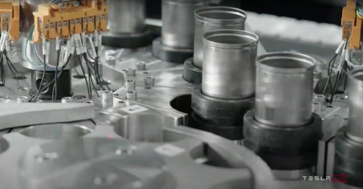 LG, ABD ve Avrupa'da Tesla araçları için yeni 4680 pil hücresi üretim tesisleri kurmak istiyor