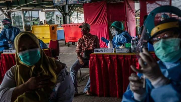 Çin hükümeti sınırlarını, Çin tarafından üretilen aşıları olanlara açtı