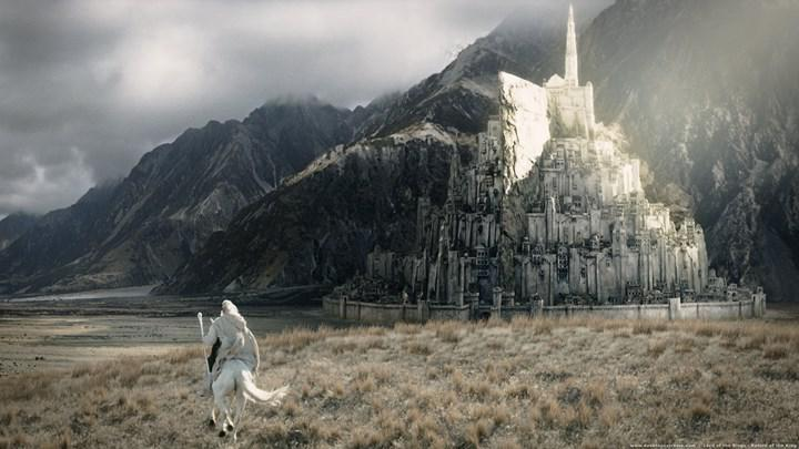 A new director joins the Lord of the Rings series
