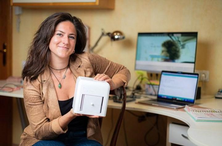 A device capable of screening for breast cancer at home was developed