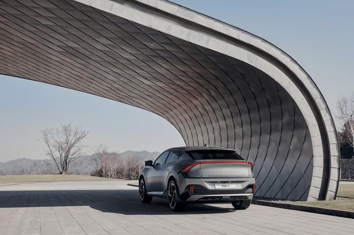 Electric Kia EV6 unveiled: 577-hp GT version and more