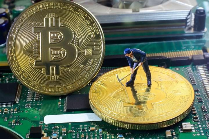 Miners started accumulating BTC instead of Selling: What does that mean?