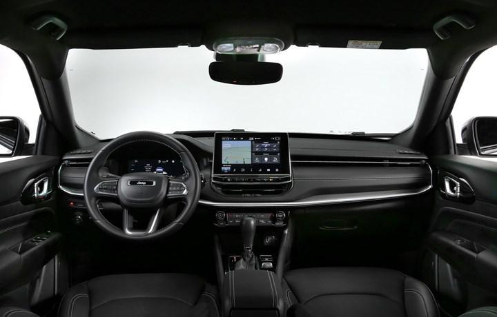 2021 Jeep Compass, yenilenen iç mekanı ve teknolojileriyle tanıtıldı
