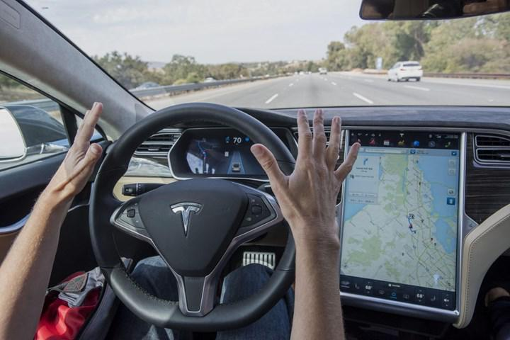 Tesla in autopilot mode crashed, 2 people died