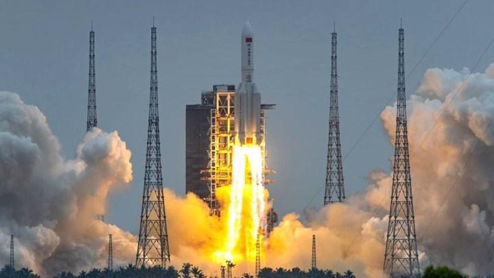 Çin'den büyük adım: Dev uzay istasyonu Tiangong 3'ün ilk modülü fırlatıldı