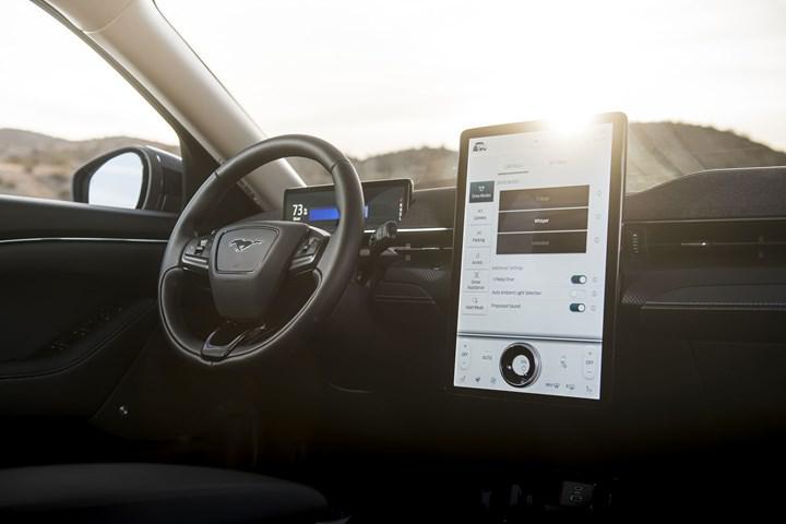 Ford'tan tartışmalı patent: Sürücülere reklam gösterecek