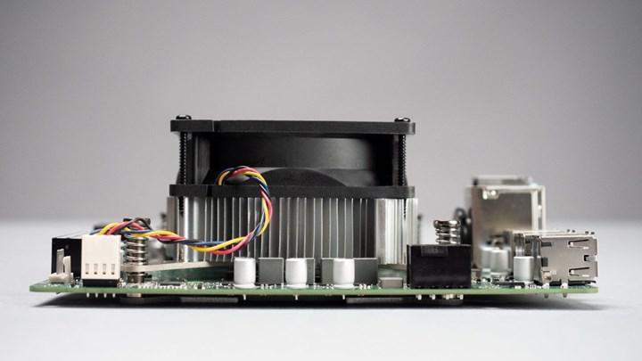 AMD 4700S SoC anakartı görüntülendi