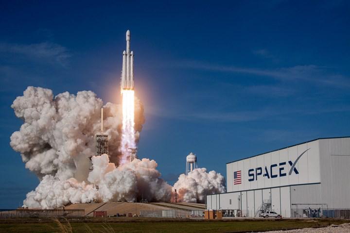 Google, SpaceX'in Starlink internet hizmetiyle bulut anlaşması yapıyor