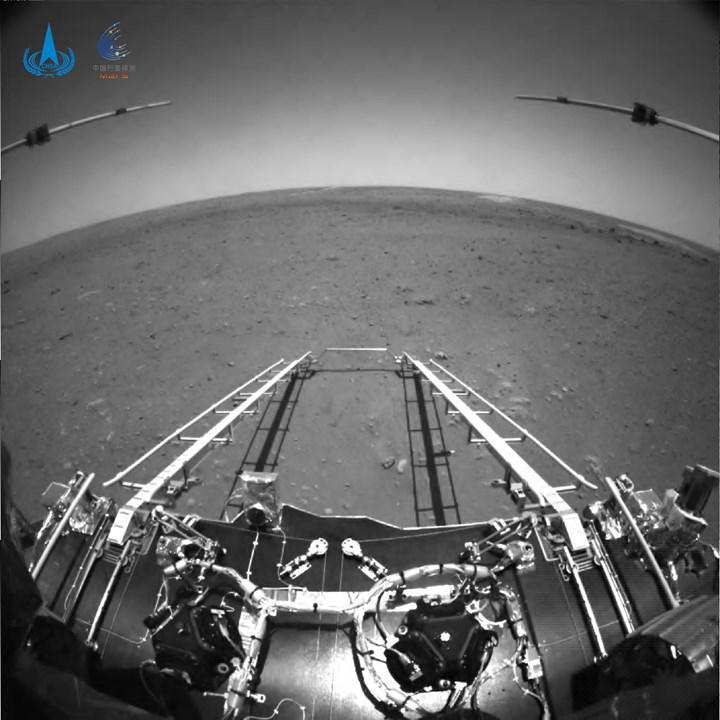 Çin, Mars yüzeyinde çektiği ilk fotoğrafları yayınladı
