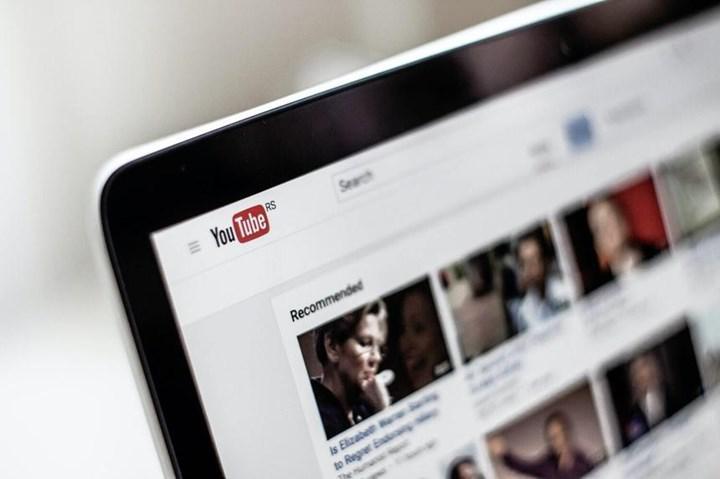 YouTube tüm videolarda reklam göstermeye başlayacak