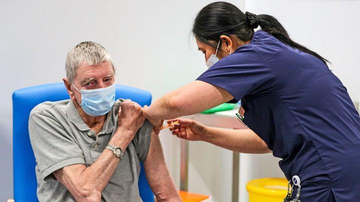 İngiltere'de tıbbi gizlilik tartışması: Koronavirüs aşısı olanlar takip edildi