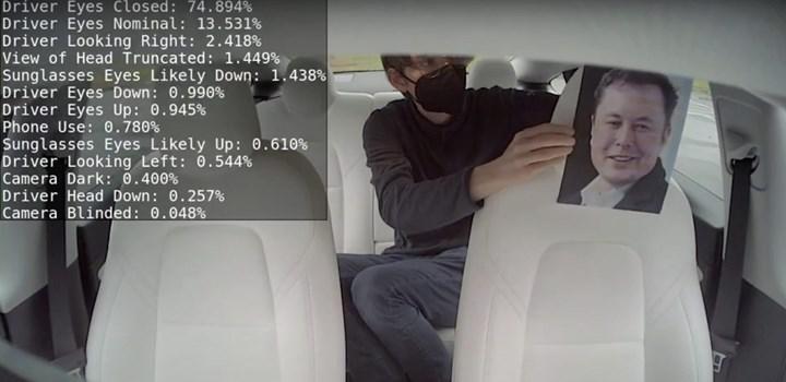 Tesla sürücünün anlık durumunu izlemek için kabin kamerasını kullanmaya başladı