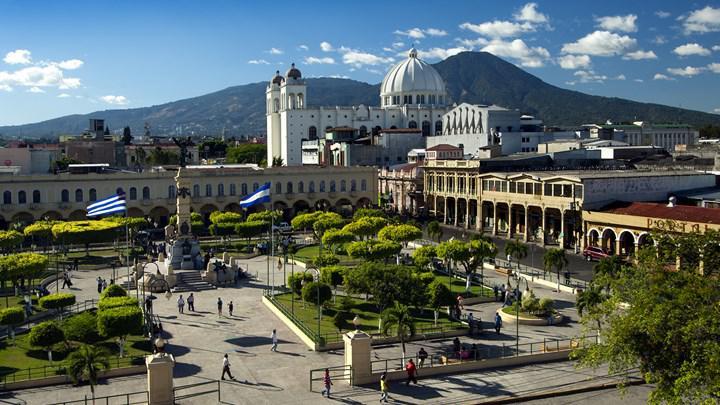 El Salvador 3 BTC'ye kalıcı oturma izni veriyor