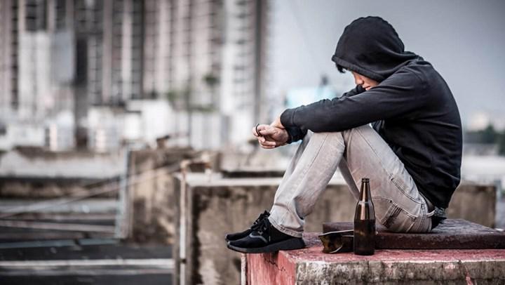 Gençlerde alkol kullanımı şirketlere milyarlar kazandırıyor