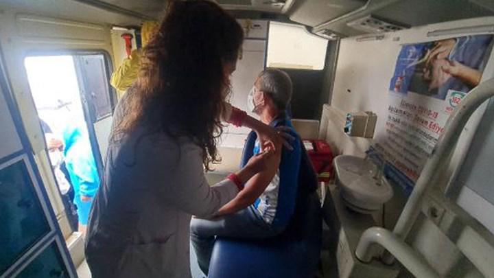 Mobil ekiplerle yerinde aşı uygulaması başladı