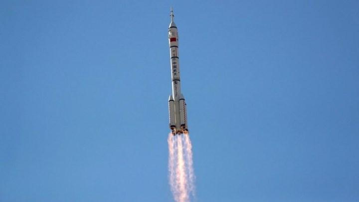 Çin uzay istasyonuna 3 astronot gönderdi