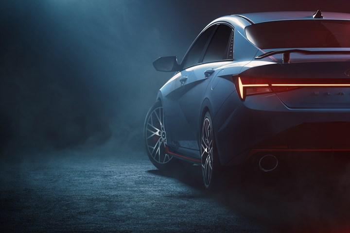 Yeni Hyundai Elantra N'den heyecan verici ipucu görselleri geldi