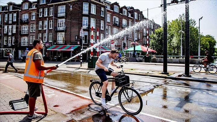 Avrupa'da sıcaklıklar rekor düzeye çıktı