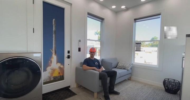 Elon Musk, 35 metrekare büyüklüğünde bir eve yerleşti
