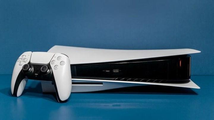 PS5 reklamında konsol ters konumlandırıldı