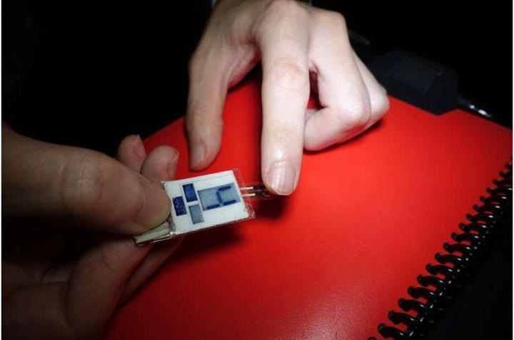 Parmak uçlarındaki terlerden enerji üreten bir cihaz icat edildi
