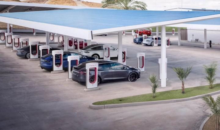 Tesla süper şarj istasyon ağını diğer araçlarla paylaşacak