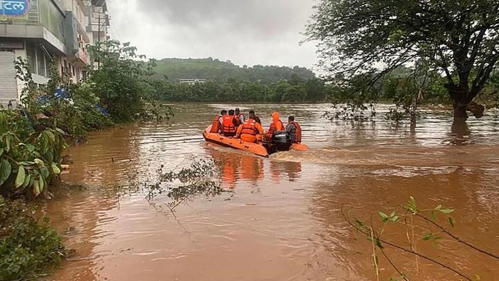 Hindistan'da 130'dan fazla insan yağmurlar sebebiyle can verdi