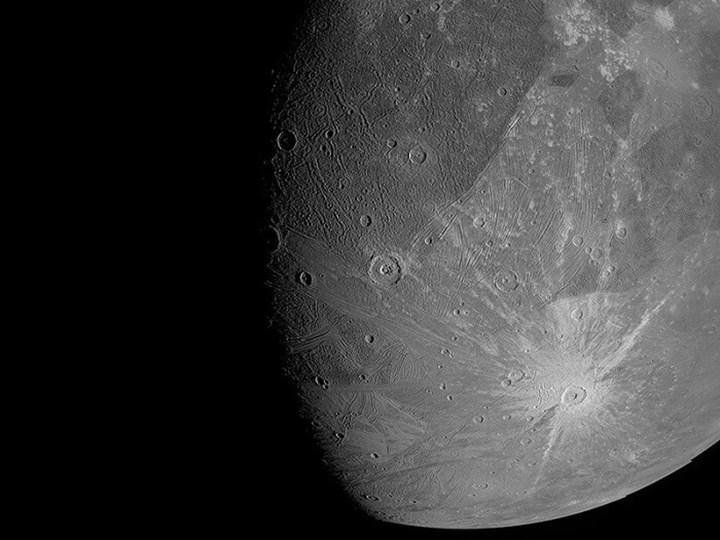 Jüpiter'in uydusunda su buharı keşfedildi