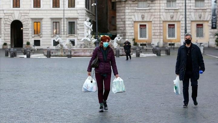 İtalya'da son aylarda ölenlerin %99'u aşısız insanlardan oluşuyor