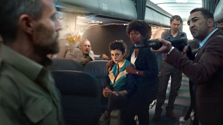 Kıvanç Tatlıtuğ'lu Netflix dizisi Into The Night'tan video geldi