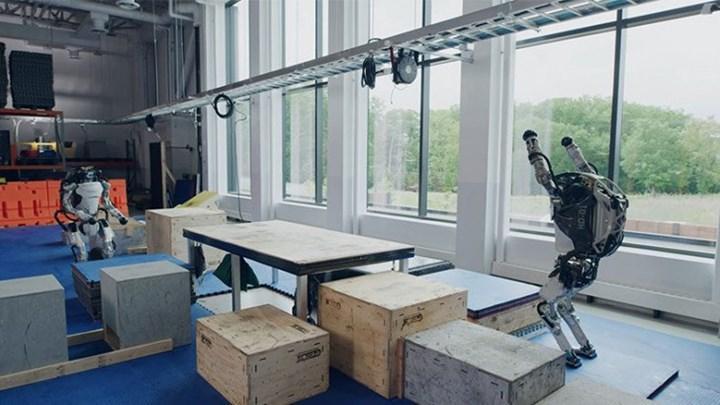 Boston Dynamics, insansı Atlas robotunun yeni videosunu paylaştı