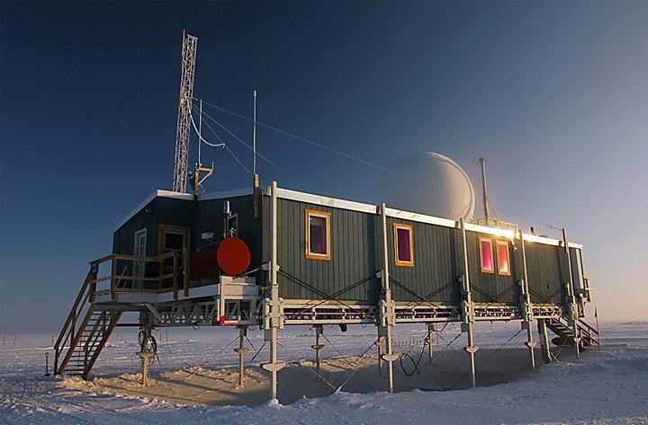 Grönland buz tabakasının zirvesine tarihte ilk kez yağmur yağdı